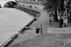 Summer walk on Quai des Grand Augustins